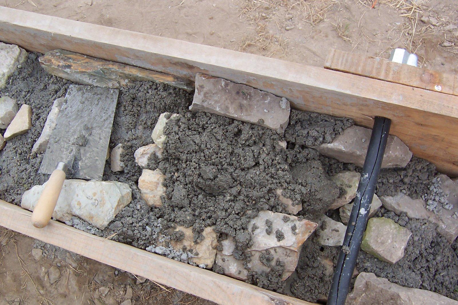 C mo hacer un muro de piedra paso a paso iii subiendo for Como construir una casa de piedra